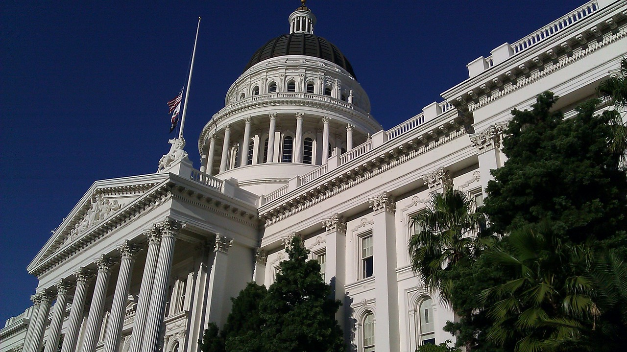 Photo of the capital building.